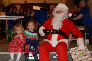 Lickey Concert and tree lighting 12 Alice and Evie Beale WEB 3-12-17