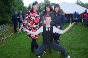 BMF 2017 The Whip Jacks - Dean Miles with the girls 4 WEB Keith Woolford 9-9-17