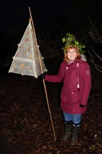 Wassail 14 WEB Amy crowned 'Queen Pea' Simon Woolford 13-1-18